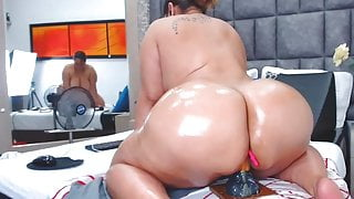 perfect big oiled ass