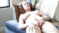 Yanks Babe Nichole's Closed Leg Orgasm