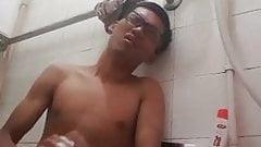 Abang nerd main sabun sampai pancut