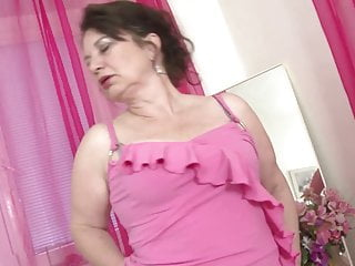 Real grannie sex Real mature mother with hungry mature pussy