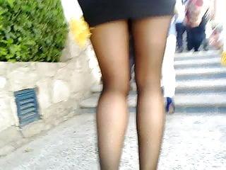 Erotica minifaldas - Minifalda y pantimedias en las escaleras