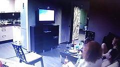 Вечеринка дома с несколькими парами .. шпион