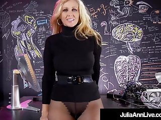 Fuck bomb shell Hot sex bomb milf julia ann strips finger fucks