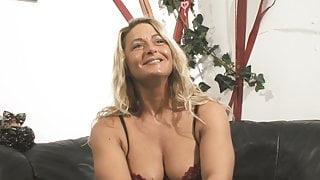 VODEU - Grosse Bruste blonde Mutter liebt hart Schwanz