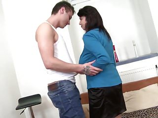 Virtual family sex Family sex with mature busty mother