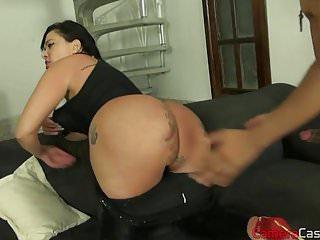Suzy quatro naked - Brasileira com uma enorme bunda trepando de quatro