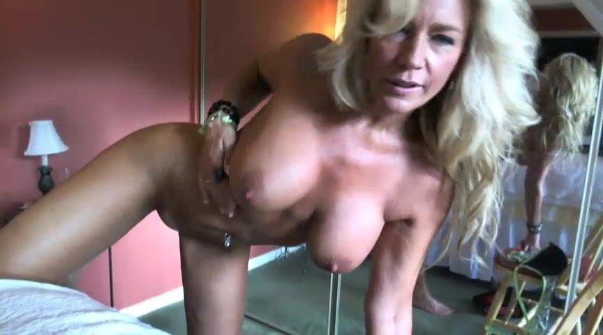 Free lovelynoemy webcam milf model porn pics online