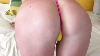 sexy big ass girl on pink bikini make sexy twrking and dogi