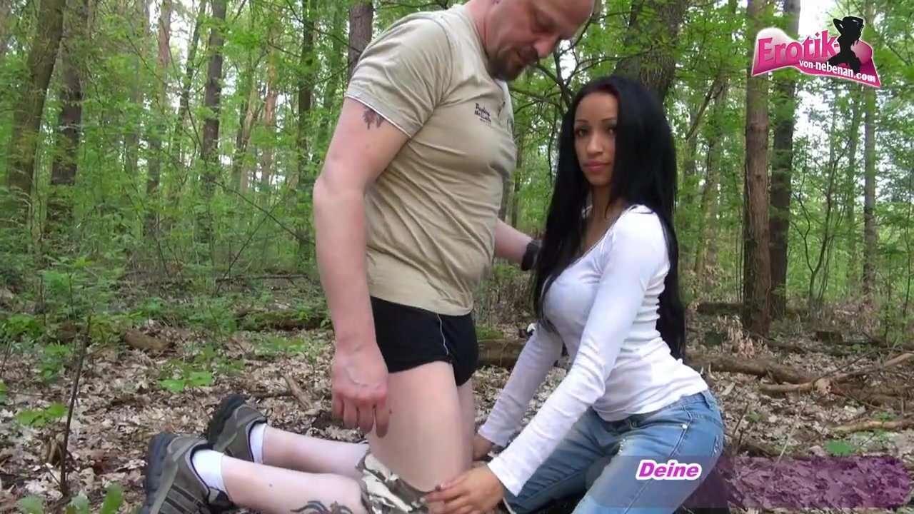 Er fickt Oma und Enkelin im Wald