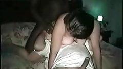 Cornudo marido lamiendo bbcs bolas mientras él folla esposa