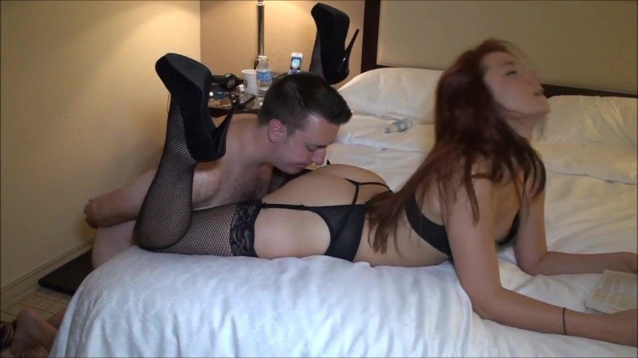 Cuckold Facesitting Ass Lick