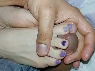 Sexy toes thumbnails Cum slowly in between sexy toes