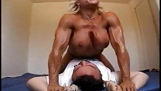 catfight Nude female bodybuilder dominates male with