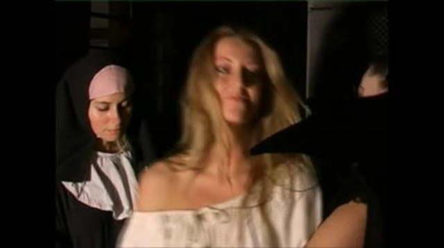 Nackt folter sexy Folter Videos