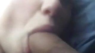 Im Auto der Freundin in die Fresse geschossen!