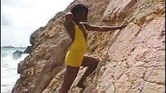 Shania shimmys on the rocks  FM14