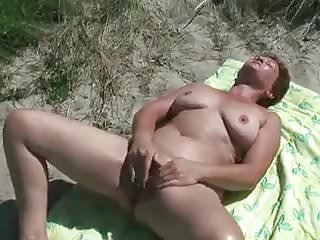 Licking pussy sprem Old man licking pussy of my wife at asserbo beach