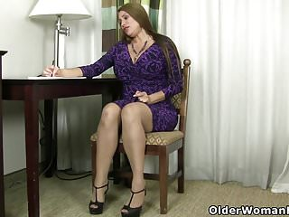 Garters and high heels mature - American milf sheila plays with nylon and high heels