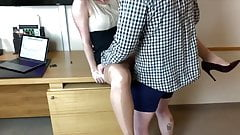 La moglie troia del capo scopata in albergo da un dipendente