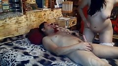 Домашнее анальное двойное проникновение в гэнгбэнге с женой куколда в домашнем видео-45