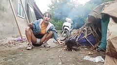 Single Mom make a fire