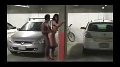 Секс на парковке на машине с высокой принцессой