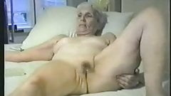 Enjoy this granny fully nude. Amateur
