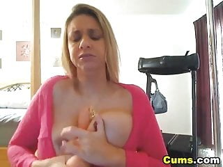 Screaming as she cums - Soaking wet pussy hd