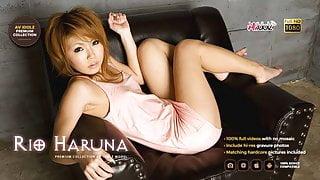 Good looking Japanese babe Rio Haruna toys herself and mastu