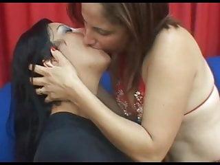 Deep tongue fuck in - Deep tongue kiss 2266