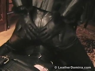 Mens leather fetish - The leather domina - extreme leather fetish and bondage