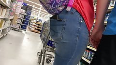 DUMMY THICC PAWG IN MOM SHORTS!!! (undercarriage view)
