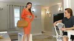 Hot Aunt Gives Milking Handjob to Virgin