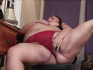 Handjob videos masturbation Kinky bbw milfs fuck with a bottle in the bathtub
