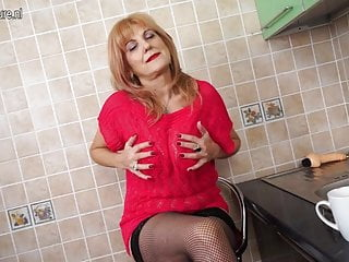 Mature hot body tube - Super hot grandma shows hot body and masturbates