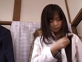 Docile pussy - Jeune japonaise docile offerte toilettes pervers