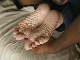 Erotic gay gus - Sperm as foot lotion - for gus