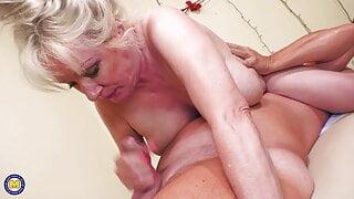 Big granny gets massage and deep penetration