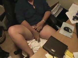 Hidden camera milf masturbating Spy cam caught milf masturbating at computer