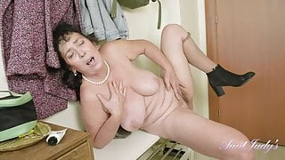 Mature Esmerelda - devina 3  - keyholevideo