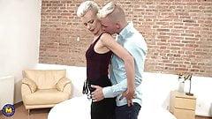 Табу домашнего секса с мамой-блондином и сыном