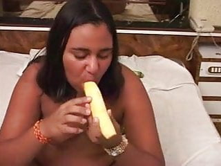 Girls fucking food - Fatty fucking her cunt with food
