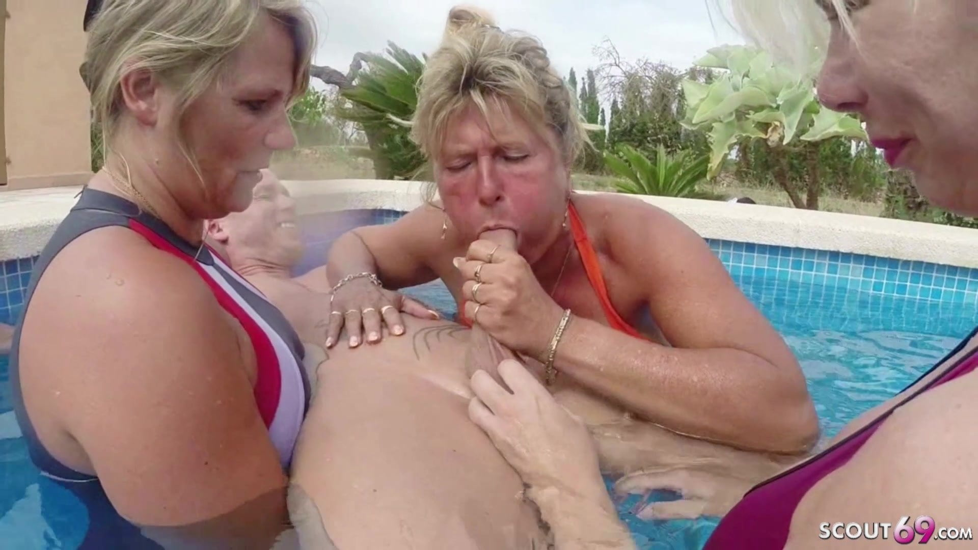 Amateur Curvy Milf Riding