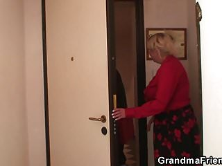 Two spreading pussies Old grandma spreads legs for two cocks