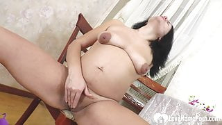 Preggo babe can't stop filling herself up