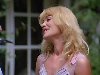 Teen group orgy - Petites culottes chaudes et mouillees 1982