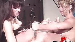 ブルース・セブン-3人の欲求不満の女の子がボンデージで遊ぶ