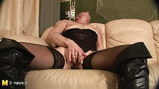 Old granny playing with her wet pussy