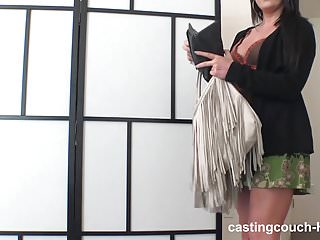 I never thought id see her naked Girls experience with her 1st bbc - harder then i thought