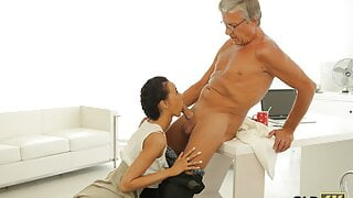 OLD4K. Old man drills svelte secretary instead of working